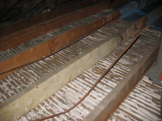 Apres nettoyage, état des plafond lattis plâtre non étanche à l'air