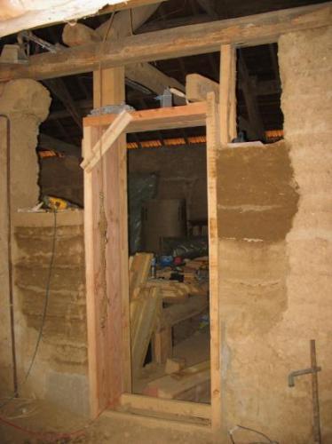 Ouverture dans le pisé et préfabrication de pisé